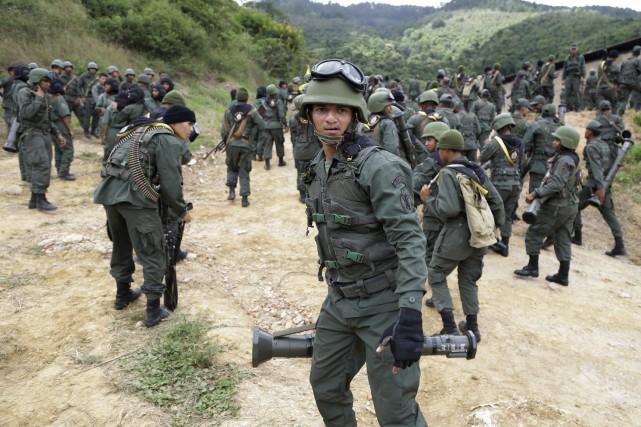 Le Venezuela a multiplié les exercices militaires depuis... (Photo Ricardo Mazalan, AP)