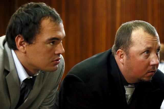 Willem Oosthuizen et Theo Martins Jackson avaient tourné... (AFP, Phil Magakoe)