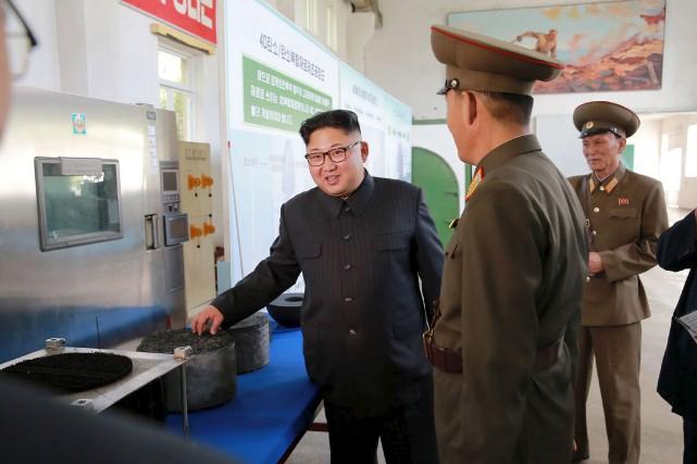Cette photo distribuée mercredi par le gouvernement nord-coréen... (AP)