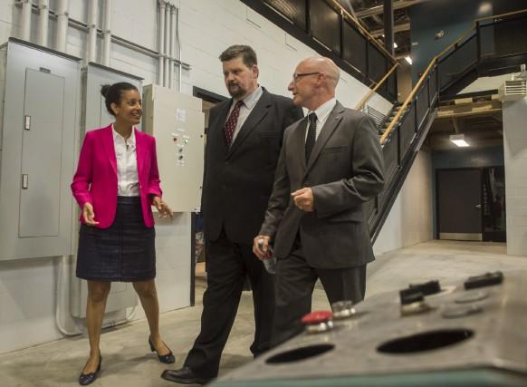 La ministre de l'Économie, Dominique Anglade, a visité... (François Gervais)