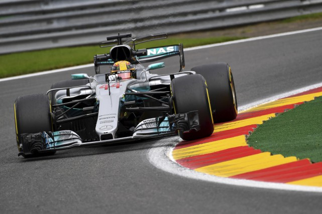 Mercedes a imposé son rythme lorsque Hamilton a... (Associated Press)