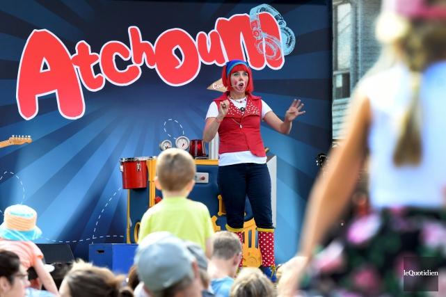 Atchoum a attiré plus d'un millier de fans... (Photo Le Quotidien, Rocket Lavoie)