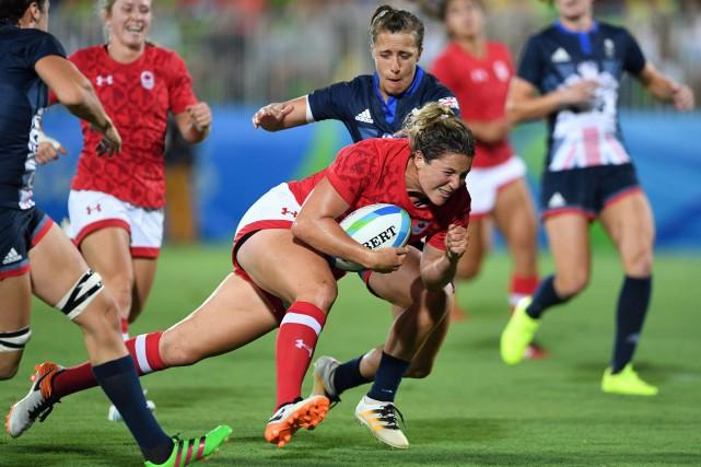 Deux essais réussis pour la Canadienne Kelly Russell.... (photo Sean Kilpatrick, La Presse canadienne)