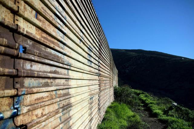 Le financement de ce mur le long des... (ARCHIVES AFP)