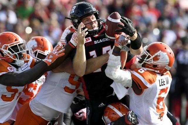 Ryan Lindley tente de forcer le passage pendant... (La Presse Canadienne)