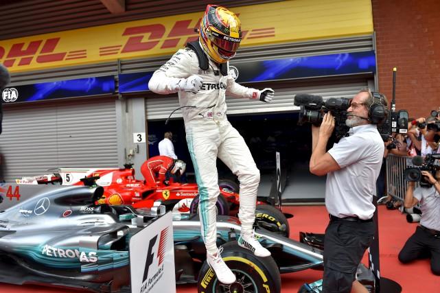 Au classement des pilotes, Lewis Hamilton a un... (AFP, Loic Venance)