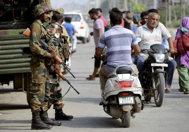 Les partisans de Ram Rahim Singh ont commencé... (AFP, Money Sharma)