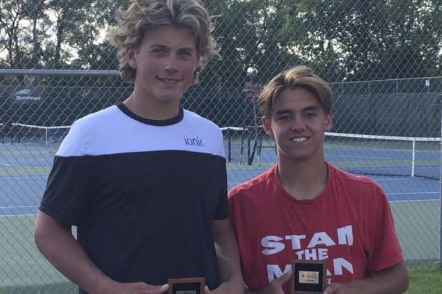 Le Baieriverain Alex-Antoine Marquis (à droite) a remporté... (Courtoisie)