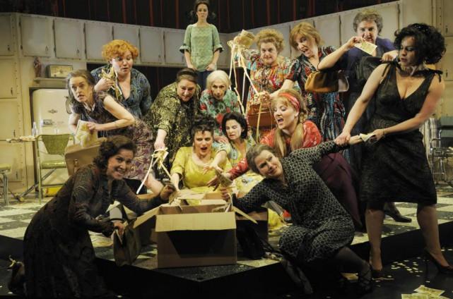 La distribution du spectacle musical des Belles-soeurs présenté... (Photo Valérie Remise, fournie par le Théâtre d'Aujourd'hui)