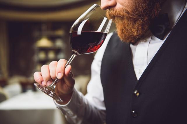 Vous êtes au restaurant et vous commandez une bonne bouteille de vin pour... (PHOTO THINKSTOCK)