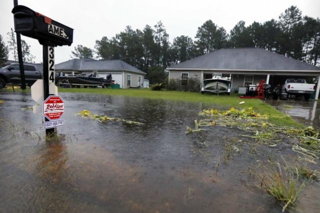 La garde nationale de la Louisiane se tient... (Photo AP)