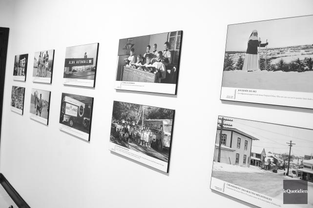 Au total, ce sont 44 photos d'archives qui... (Photo Le Quotidien, Gimmy Desbiens)