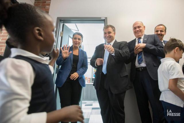 Le ministre de l'Éducation, Sébastien Proulx, a visité,... (PHOTO IVANOH DEMERS, LA PRESSE)