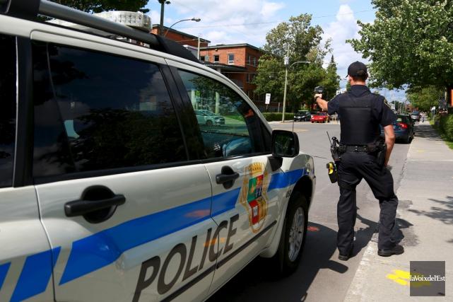 La présence policière sera accrue autour des écoles... (Catherine Trudeau, La Voix de l'Est)