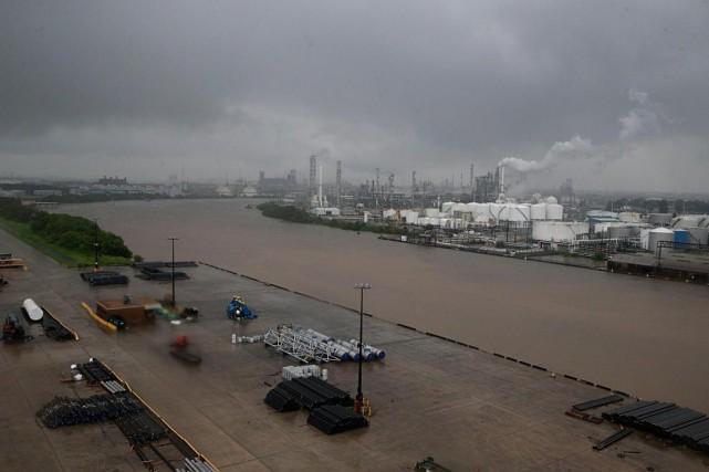 Les eaux montaient dimanche dans le canal de... (PhotoThomas B. Shea, archives Agence France-Presse)