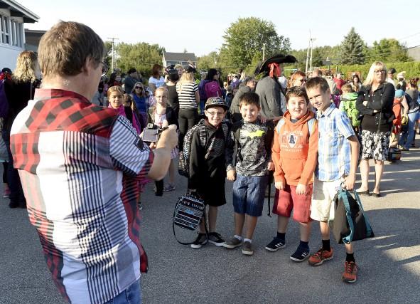 Plusieurs écoliers étaient bien heureux de retrouver leurs... (Jeannot Lévesque)