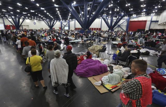 Le Québec a offert de l'aide matérielle sous forme de lits de camp et de... (Photo AP)
