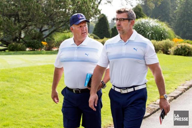 L'entraîneur-chef Claude Julien et le directeur général Marc... (Photo Robert Skinner, La Presse)