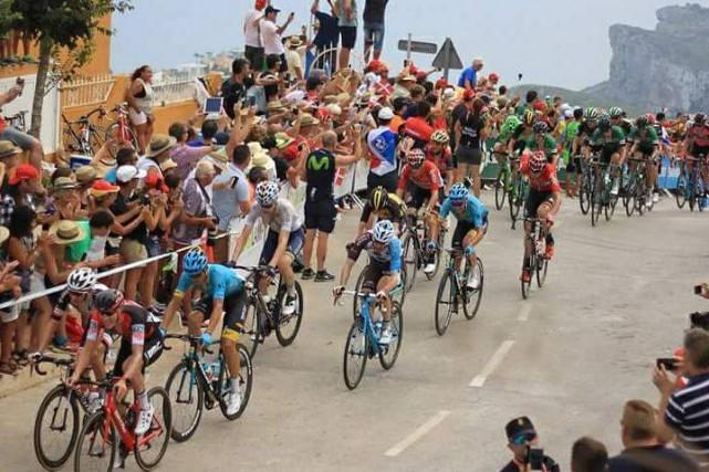 Hugo Houle poursuit son chemin au Tour d'Espagne.... (Facebook)