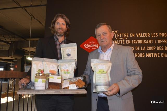 Dominique Tremblay et Gérald Rousseau ont présenté lors... (Photo Le Quotidien, Louis Potvin)