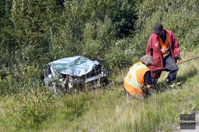 Le conducteur a fait une chute de 600... (Photo Le Quotidien, Rocket Lavoie)