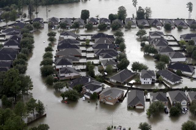 L'eau continue de recouvrir des centaines de kilomètres... (AP, David J. Phillip)