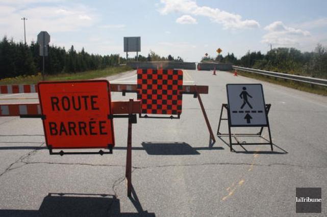 La fermeture du viaduc de l'échangeur 118 force... (La Tribune, Jean-François Gagnon)