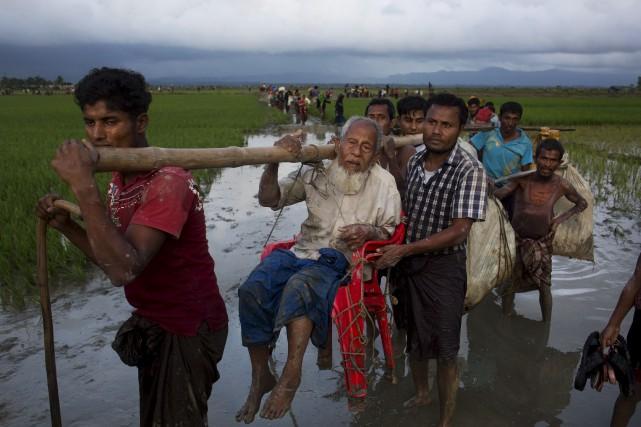 De nombreux Rohingyas, minorité musulmane en Birmanie, continuent... (AP, Bernat Armangue)