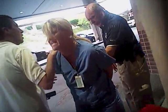 Les images publiées jeudi de l'arrestation musclée de... (Service de police de Salt Lake City, via AP)