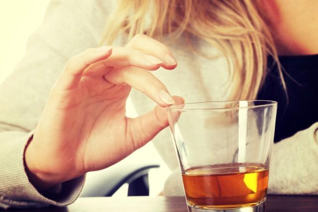 Nathalie a commencé à boire durant son adolescence.... (123RF)