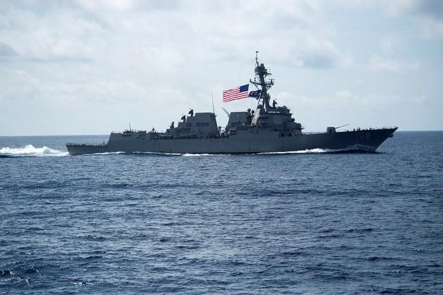 Le contre-torpilleur USS Wayne E. Meyer navigue en... (PHOTO ARCHIVES REUTERS/FOURNIE PAR LA MARINE AMÉRICAINE)