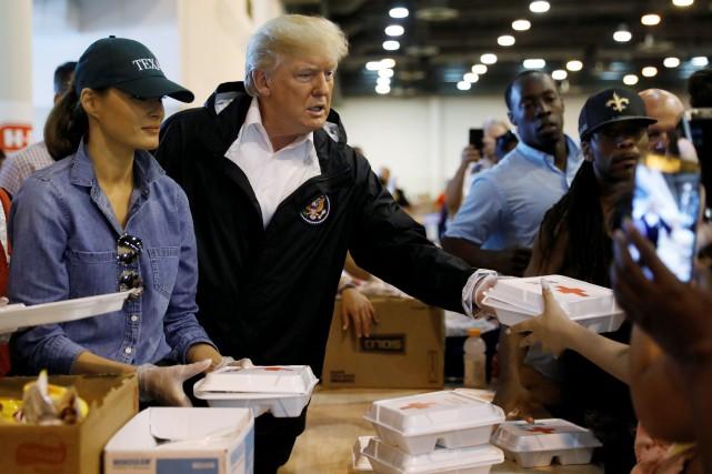 Le président Donald Trump et sa femme Melania... (Photo Kevin Lamarque, REUTERS)