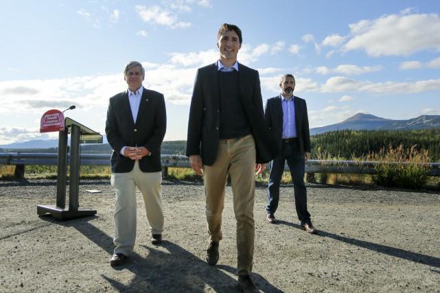 Le premier ministre Justin Trudeau, le député Larry... (Photo Joel Krahn, La Presse canadienne)