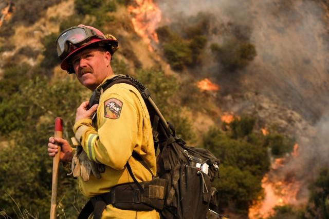Plus de 500 pompiers sont mobilisés pour lutter... (Photo Ringo H.W. Chiu, AP)