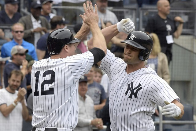Matt Holliday et Chase Headley (12)... (Photo Bill Kostroun, AP)
