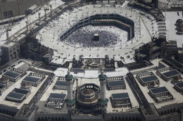 Une vue aérienne de la Grande Mosquée près... (AP, Khalil Hamra)