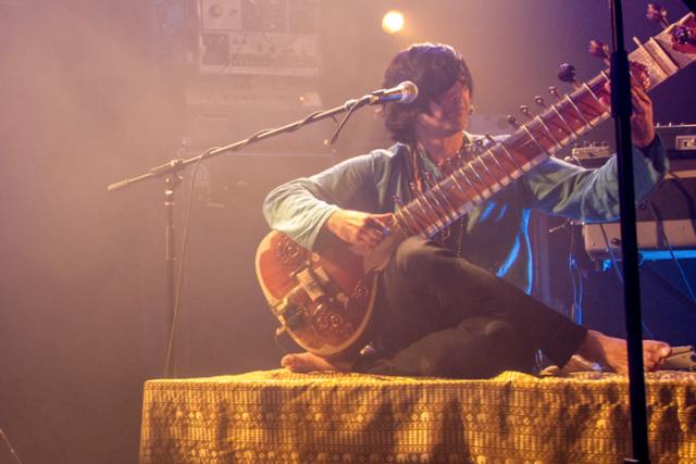 Le rock psychédélique d'Elephant Stone, avec son sitar... (Thomas Dufresne)
