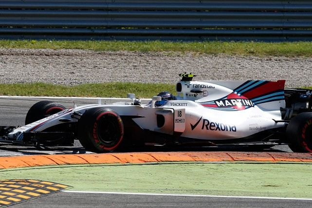 La septième place de Lance Stroll lui permet... (PHOTO ANTONIO CALANNI, ASSOCIATED PRESS)