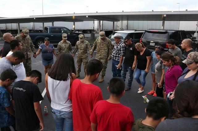 Des militaires déployés à Katy, au Texas, et... (PHOTO REUTERS/FOURNIE PAR L'ARMÉE)