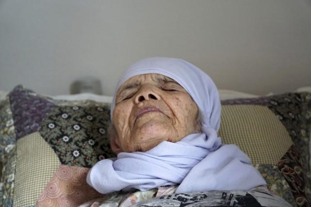 Bibihal Uzbeki est lourdement handicapée et peut à... (AP)