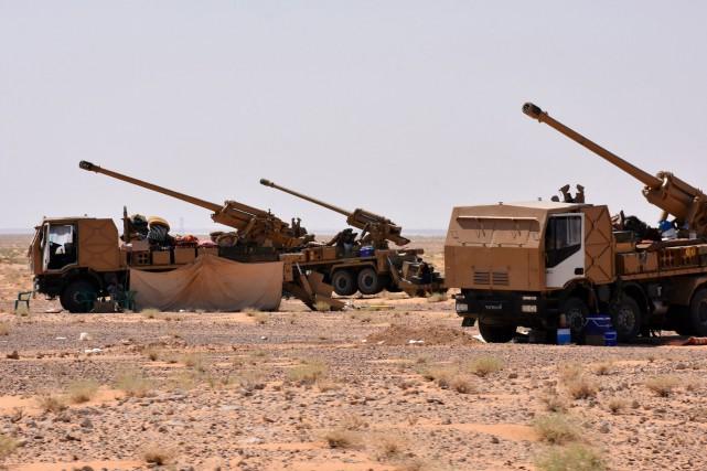Sous une chaleur accablante, les troupes du régime... (ARCHIVES AFP)