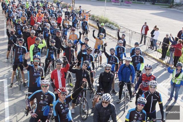 Les participants au Challenge cycliste des bleuets Desjardins... (Le Quotidien, René Bouchard)
