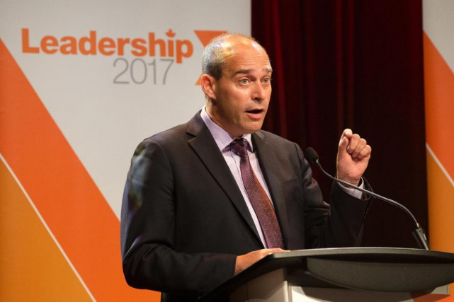 Guy Caron est candidat à la direction du... (PHOTO ROBERT SKINNER, LA PRESSE)