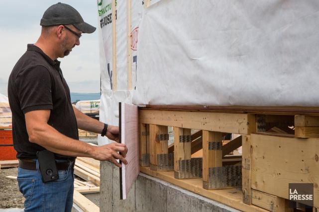 Des panneaux de carton-fibre et de polystyrène sont... (PHOTO SIMON GIROUX, LA PRESSE)