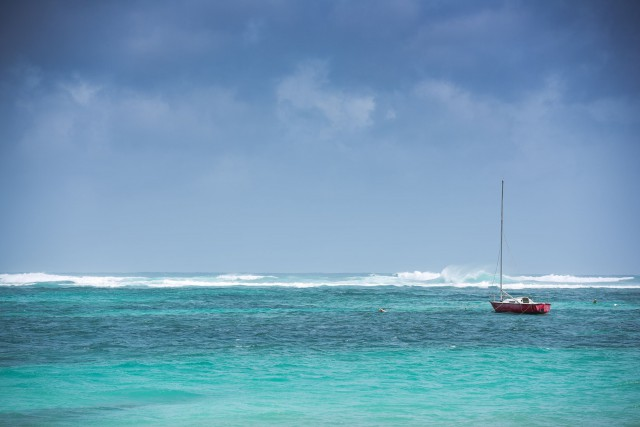Les nuages s'assombrissaient mardi au-dessus de l'île de... (PHOTO AFP)