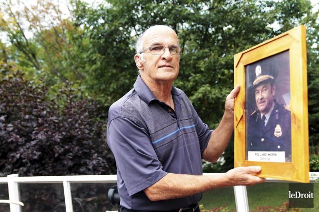 Yves Morin avec une photo de son père,... (Etienne Ranger, Le Droit)