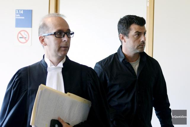 Me Luc Tourangeau et son client Jean-Philippe Blanchette... (Photo Le Quotidien, Jeannot Lévesque)