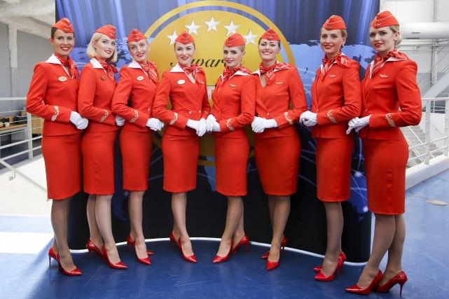 Des hôtesses de l'air d'Aeroflotposent lors d'un salon... (PHOTO AP)