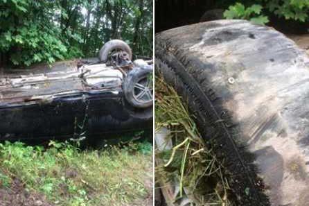 Des pneus «usés à la corde» expliquent en partie la sortie de route d'une... (Courtoisie, Sécurité publique de la MRC des Collines)
