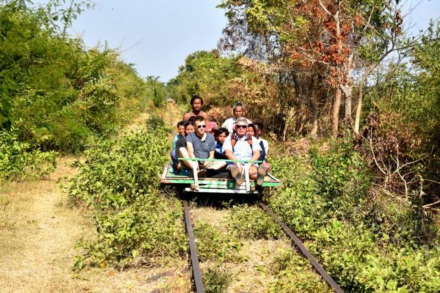 Le «train de bambou», une simple plateforme équipée... (Photo Élyse Levesque, collaboration spéciale)